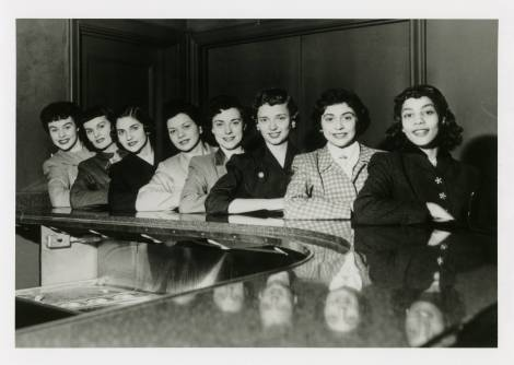 Students_at_counter_1950s_April blog post